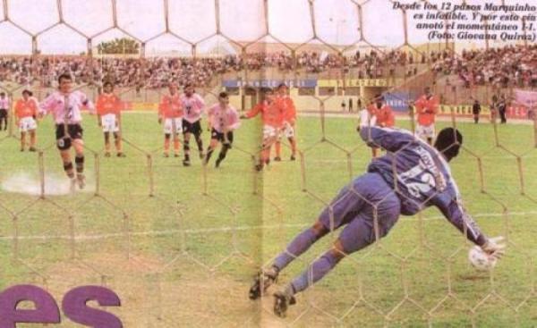 Marquinho, vía penal, vence la resistencia de Maurinho Mendoza la vez en que Boys derrotó a Cienciano por 2001, durante el Clausura 1999 (Recorte: diario El Bocón)