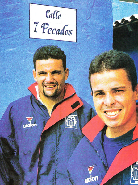 Marcio dos Santos junto a Evaristo, el duo brasileño que llegó a Alianza en 1999 pero que no terminó de convencer en La Victoria (Recorte: revista Don Balón Perú)