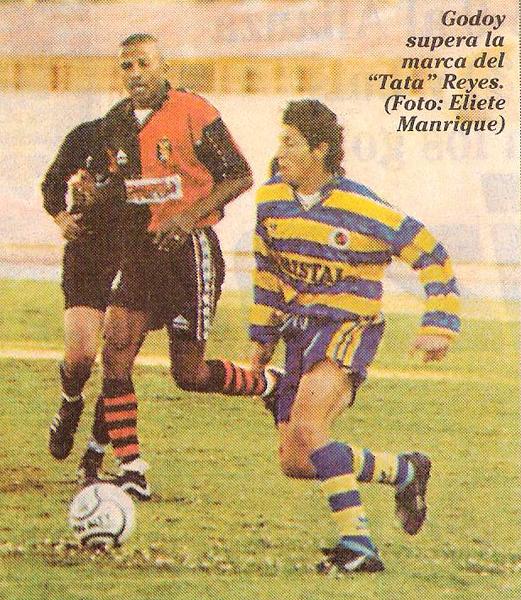 Ante Melgar en el Apertura 2000, año en el que actuó con mayor regularidad en Minas. (Recorte: diario Líbero)
