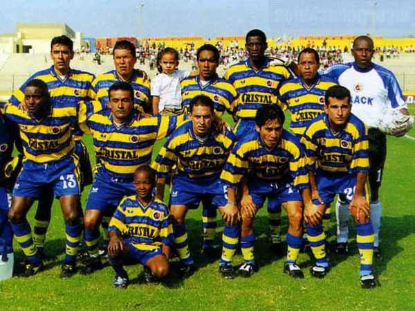 Unión Minas en la temporada 2000, cuando ya se había alejado de Pasco para fungir como local en Huancayo o en Jauja (Recorte: revista Don Balón)