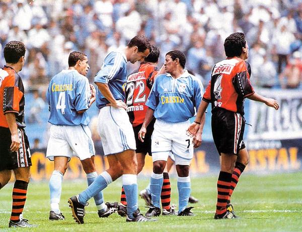 El rendimiento del 'Cari Cari' Noriega fue de la mano de la irregular campaña de Cristal que al final de la temporada no cumplió con sus objetivos (Recorte: revista Once)