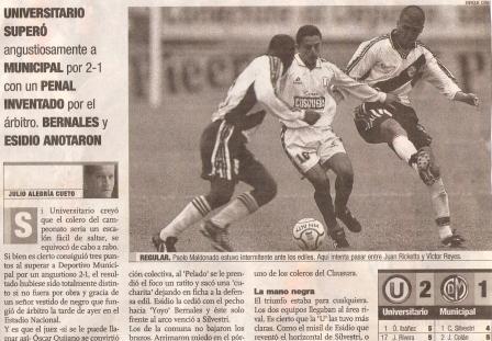 Setiembre de 2000: Universitario se impone a Municipal con un gol de penal en los minutos finales (Recorte: El Comercio, suplemento Deporte Total, 14/09/00 p. 2)