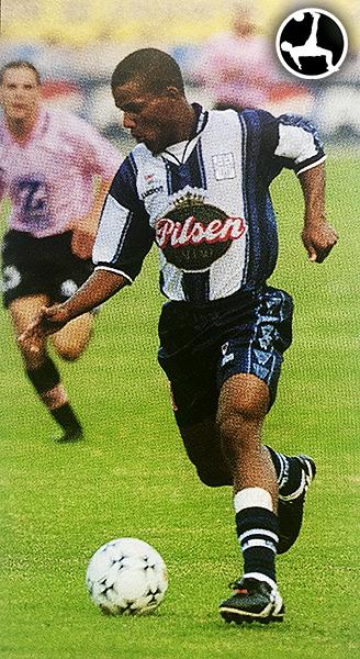 En 2000, Renzo Benavides comenzó su extenso camino con Alianza Lima en duelo ante Sport Boys. (Foto: revista Don Balón Perú)