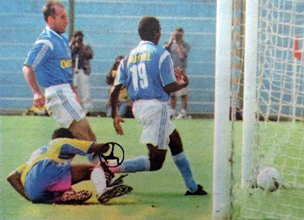 Luis Alberto Bonnet destacó con tres goles sobre el arco de Unión Minas (Recorte: diario Líbero)