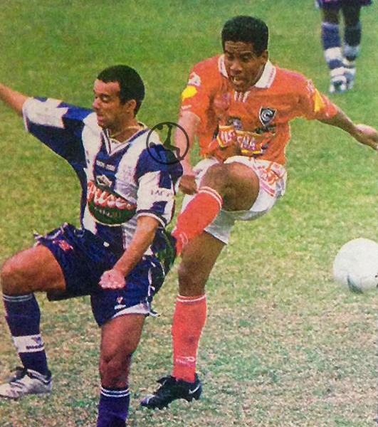 Palhinha se enfrenta a Luis Molina en el último partido del brasileño con camiseta aliancista. (Recorte: diario El Bocón)