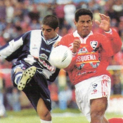 Cienciano definió el título de 2001 en el Cusco pero no pudo superar a un Alianza que festejó su centenario en casa ajena (Recorte: revista El Gráfico Perú)
