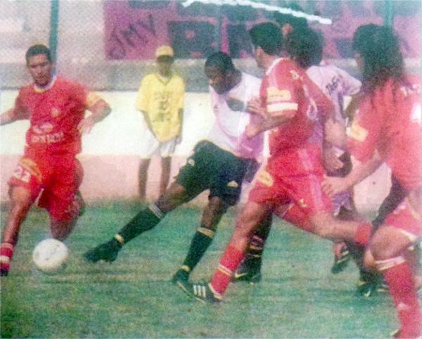 Jugando con Sport Boys, Carazas le anotó a Bolognesi su último gol en Primera División (Recorte: diario El Bocón)