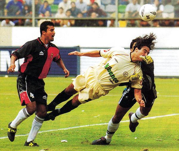 Frente a Melgar, José del Solar apareció una vez más frente al arco para sumar uno de los cuatro goles con los que Universitario se mantuvo en el primer puesto que obligó a dos partidos adicionales frente al rival de toda la vida: Alianza Lima (Recorte: revista El Gráfico Perú)