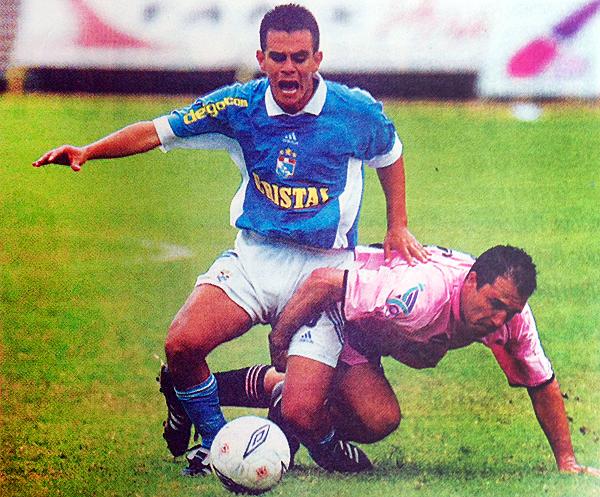 Torres contra Flores en el Boys - Cristal del Clausura 2002. (Foto: El Comercio)
