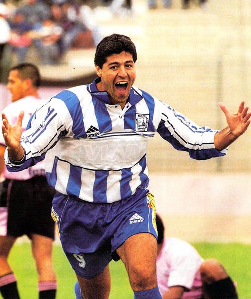 En la temporada 2002 Sergio Ibarra regresó a Sullana para vestir la camiseta con la que empezó a sumar goles en el fútbol peruano (Recorte: revista El Gráfico Perú)