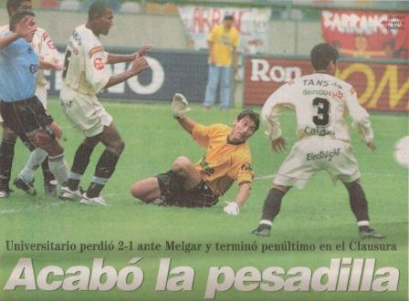 Este fue el último partido de Oscar Ibáñez en Universitario, en la última fecha del Clausura 2002 frente a Melgar. Curiosamente, fue ante un equipo de camiseta celeste, ya que, como se ve en la imagen -donde Luis Artime vence a Ibáñez para marcar el tanto triunfal de los arequipeños- el cuadro mistiano empleó ese día dicho color en su uniforme alterno (Recorte: diario Líbero, 09/01/02 p. 14)