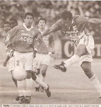 Último partido de Juan Aurich de Chiclayo en la órbita profesional: fue en 2002, en un partido extra para dilucidar el descenso con Deportivo Wanka. Posteriormente, las deudas condenaron su desaparición (Recorte: diario El Comercio / suplemento Deporte Total)