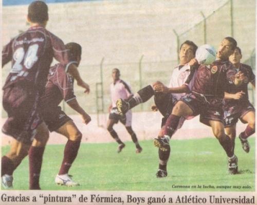 Alfredo Carmona en acción la tarde que Boys venció 1-0 a Atlético Universidad por el Apertura 2003, en el Callao (Recorte: diario Líbero)