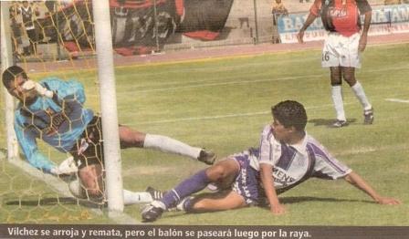 Octubre de 2003: Walter Vílchez consigue un gol legítimo ante Melgar en Arequipa, pero el juez Arellanos no lo daría por válido y el marcador entre Melgar y Alianza se mantendría 1-1, como ahora (Recorte: El Bocón, 20/10/03 p. 3)