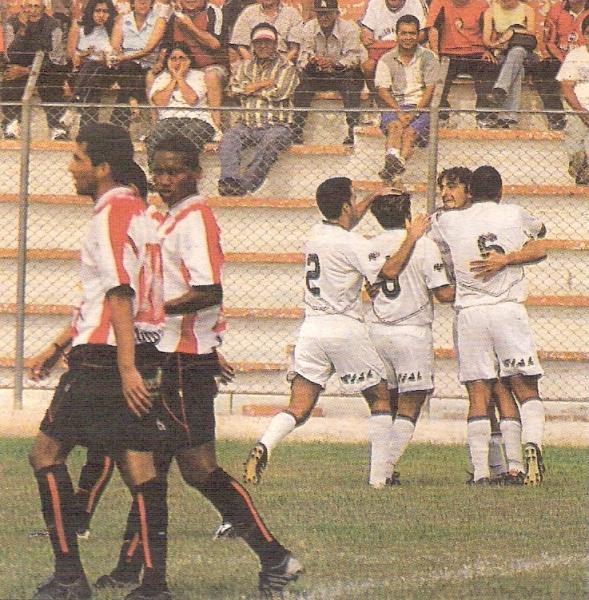 En la última jornada del campeonato la San Martín salvó la categoría con el tanto de Martín Mandra (Recorte: diario El Bocón)