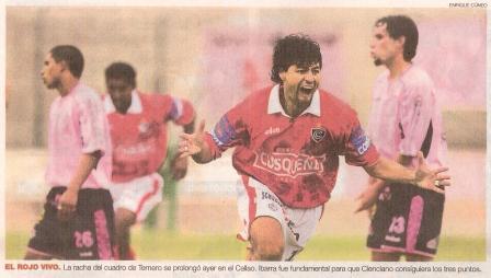 Sergio Ibarra gritando su segundo gol ante Sport Boys en el Clausura 2004, jugando para Cienciano (Recorte, diario el Comercio, suplemento Deporte Total, 17/06/04 p. 4)