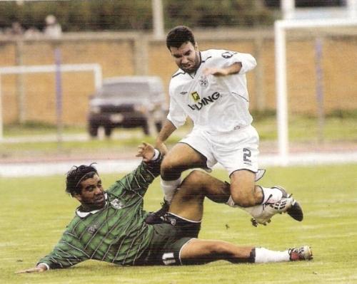 El San Martín de 2004, ese que salvó la categoría litigando en mesa con Deportivo Wanka, le bajó el promedio al cuadro santo en la década (Foto: revista El Gráfico Perú)