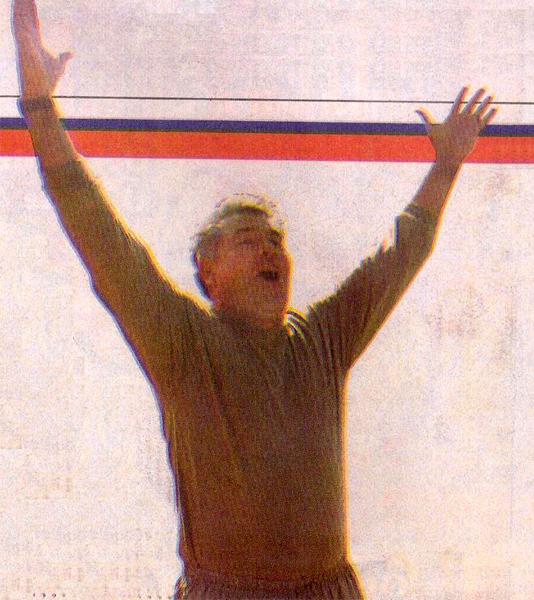 Ricardo Valderrama, cuando dirigió de forma interina a Universitario durante el Clausura 2004 (Recorte: diario El Bocón)