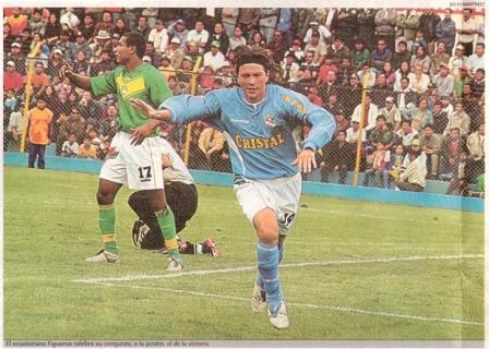 Gustavo Figueroa celebra su gol a Sport Áncash en el Apertura 2005 (Foto: diario El Bocón, 17/03/05 p. 8)