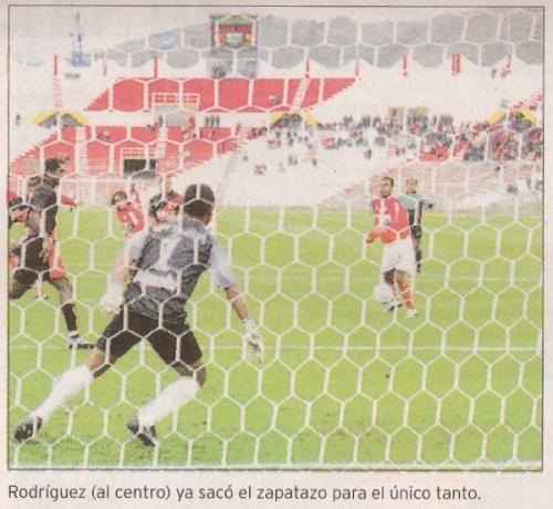 Gol de Ramón Rodríguez, jugando para Cienciano, contra Melgar en el Apertura 2005 (Recorte: diario Líbero)