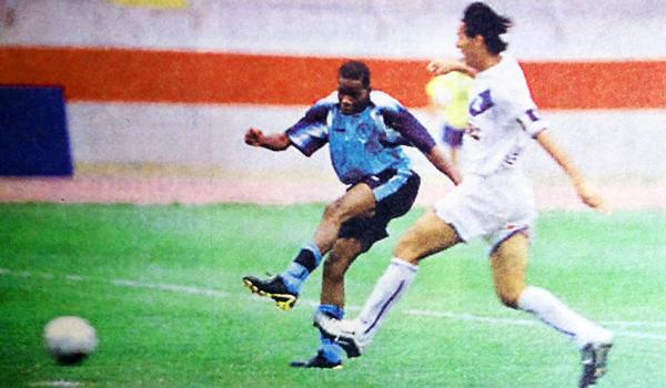 El Apertura 2005 empezó para los poetas con un 3-3 ante Alianza Atlético. (Recorte: diario El Bocón)