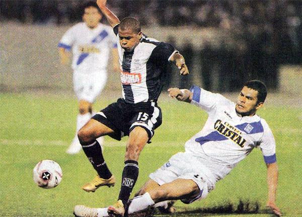 Alianza Atlético buscó una alternativa económica en Iquitos, una ciudad que ansiaba ver fútbol de Primera División hacía años (Recorte: diario El Comercio, suplemento Deporte Total)