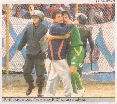 Natalio Portillo celebra su gol a Sporting Cristal en el Apertura 2006 (Recorte: diario El Bocón)