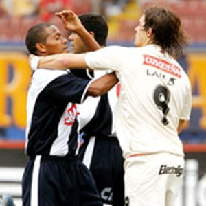 Universitario y Alianza frente a frente en el Apertura 2006, en pleno Mundial de Alemania (Recorte: diario Líbero)