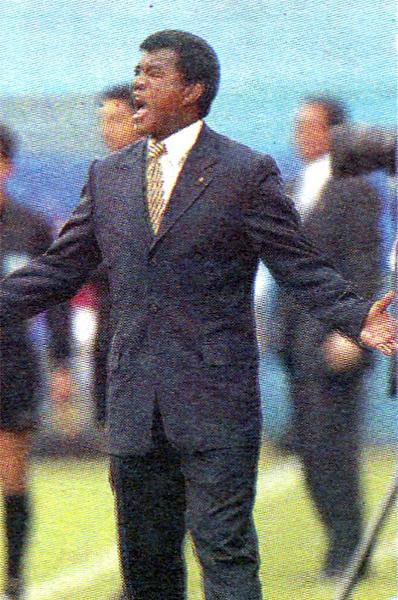 Julio César Uribe busca alguna explicación al resultado que su equipo, Cienciano, obtuvo en el Clausura 2006 en su visita al Cristal de 'Chemo' Del Solar (Recorte: diario El Bocón)