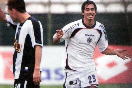 Ronald Quinteros ya anotó el tercer gol de la San Martín en la primera goleada de los albos sobre Alianza (Recorte: diario El Comercio, suplemento Deporte Total)