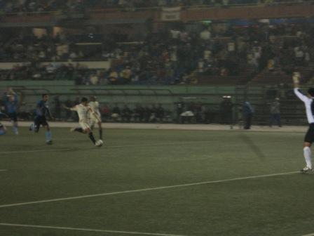 Apenas iniciado el encuentro, Fano tuvo una gran oportunidad para la 'U' tras gran pase de Correa, pero se llevó el balón con la mano (Foto: Martín Velásquez / DeChalaca.com)