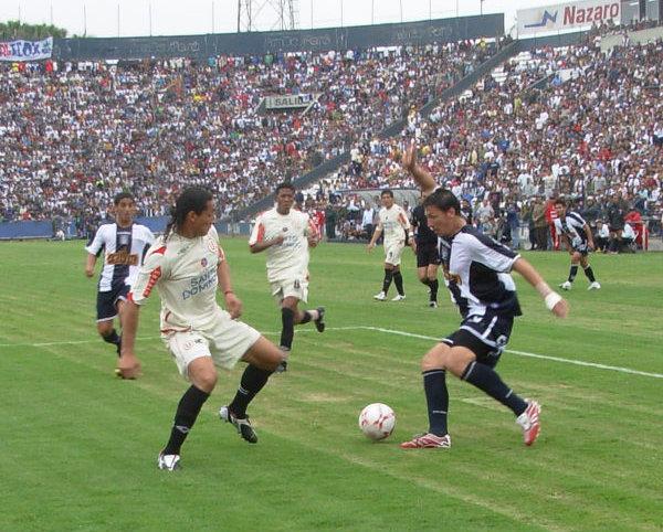 El 'Negro' Galván anuló a Flavio Maestri usando todo tipo de mañas (Foto: Gian Saldarriaga / DeChalaca.com)