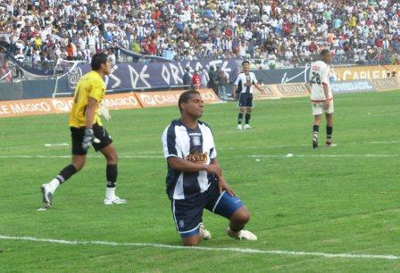 Benavides lamenta el claro gol que erró a pocos minutos de ingresar (Foto: Gian Saldarriaga / DeChalaca.com)