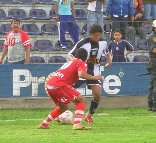 El ingreso de Manco despertó a la tribuna (Foto: Gian Saldarriaga / DeChalaca.com)