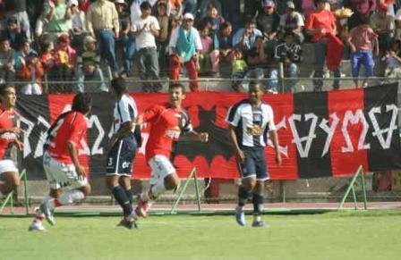 Ysrael Zúñiga celebra su gol luego de haber intentado varias veces batir a Pinto (Foto: hinchasfbcmelgar.com)