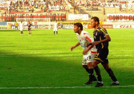 A pesar de marcar el tanto de la victoria, Luis Núñez jugó un partido discreto (Foto: Diego Rodríguez / DeChalaca.com)