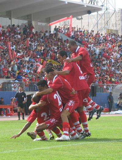 Bolognesi clasificó a la Libertadores luego de ganar el Clausura 2007, pero siempre con el descenso rondando su campaña (Foto: archivo DeChalaca.com)