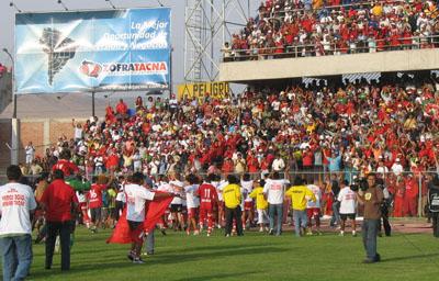 La vuelta olímpica no se hizo esperar en el Basadre tras el pitazo final de Manuel Garay (Foto: bolognesifc.com.pe)