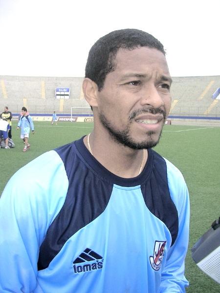 Con la chompa de entrenamiento de Gálvez, el club al que le ha faltado el respeto (Foto: Diario de Chimbote)