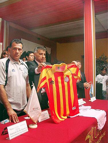 Con el paraguayo Jacinto Rodríguez como técnico y Luis Mattos como presidente, Sport Boys presentó en 2008 su nueva y alterna camiseta (Foto: Facebook)