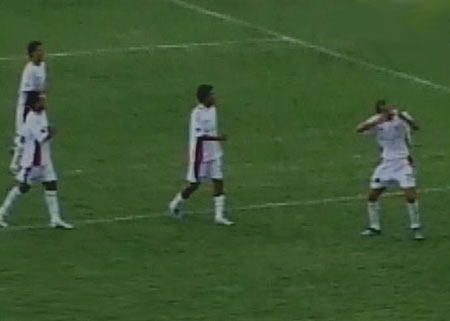 Roberto Silva, ahora en el estadio Huancayo, hizo su celebración acostumbrada (Captura: CMD)
