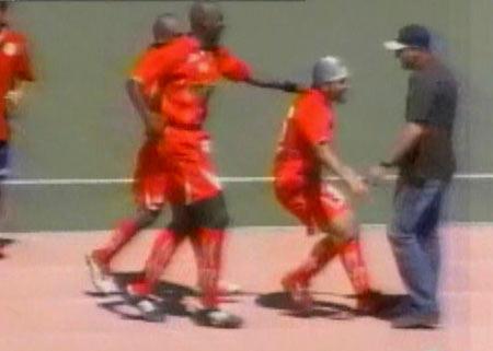Con la redecilla en la cabeza, Mario Gómez ha rendido tres buenas tardes vistiendo la divisa roja del Juan Aurich (Captura: CMD)