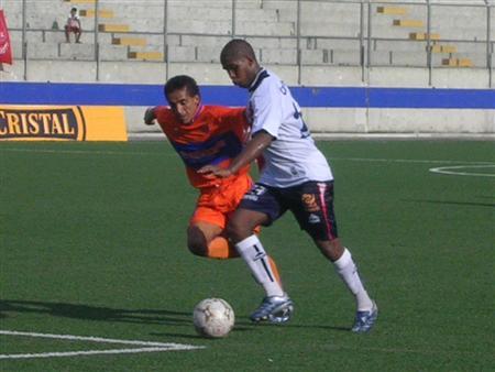 Jair Yglesias supera a Melgar. El lateral es titular fijo en el cuadro de Castillo (Foto: Diario de Chimbote)