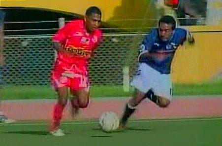 Jorge 'Loverita' Nima volvió a ser titular en Juan Aurich, ahora como volante por izquierda (Captura: Frecuencia Latina)