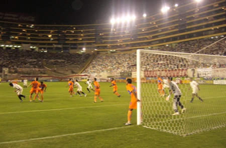 APERTURA - FECHA 8. Aunque propuso un fútbol defensivo, Minero pudo hacerle pelea al Universitario del Apertura y lo hizo sufrir antes del 2-1 final (Foto: Abelardo Delgado / DeChalaca.com)