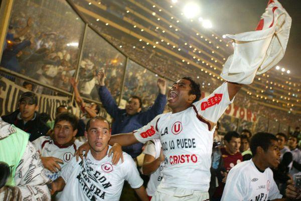 APERTURA – FECHA 18. El loco festejo de Candelo y Neyra, los conductores merengues, el día de la vuelta olímpica tras la victoria 3-1 ante Cienciano (Foto: ANDINA)