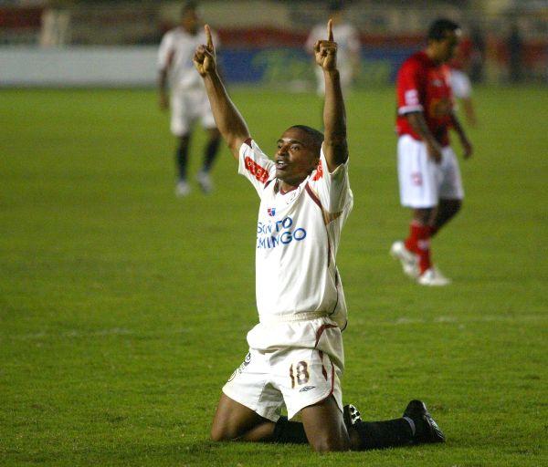 Héctor Hurtado celebra su gol a Cienciano en el Apertura 2008. (Foto: ANDINA)