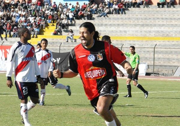 Sergio Ibarra anotándole a Gálvez por primera vez: con Melgar en 2008. (Foto: Prensa FBC Melgar)