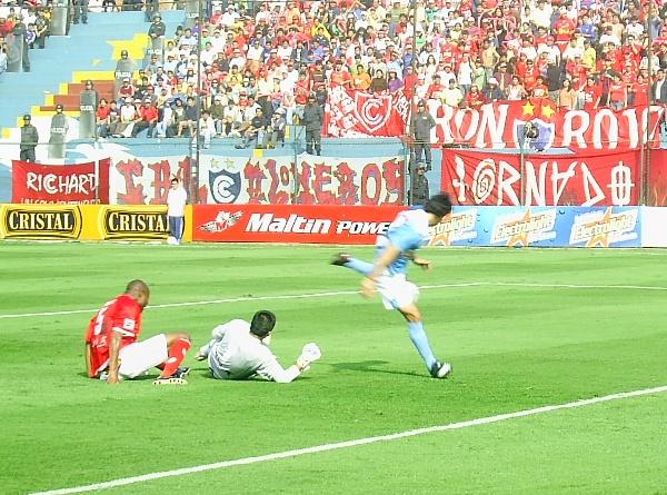Ximénez ya se llevó a Cisneros y se alista a ejecutar el taco que puso el primero para Cristal (Foto: Abelardo Delgado / DeChalaca.com)