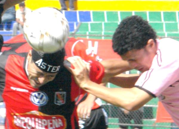 Saltan Ibarra y Espinoza. Boys hizo lo que pudo en el estado calamitoso en que lo ha dejado una dirigencia lamentable (Foto: Prensa FBC Melgar)